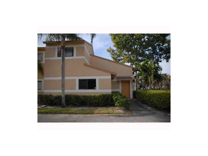 312 Palm Way, Pembroke Pines, FL 33025
