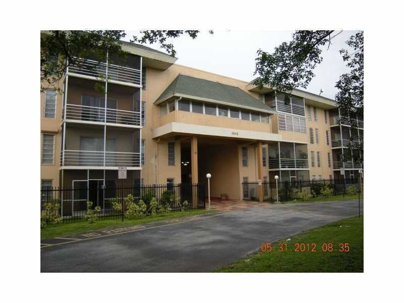 4848 Nw 24th Ct # 401, Lauderdale Lakes, FL 33313