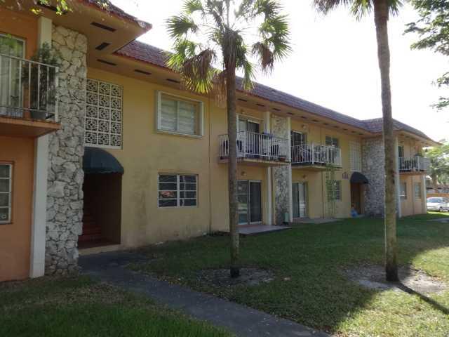6530 Lake Patricia Dr # E13, Miami Lakes, FL 33014