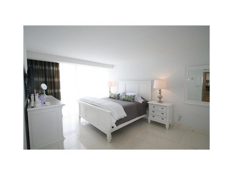 10275 Collins Ave # 217, Bal Harbour, FL 33154