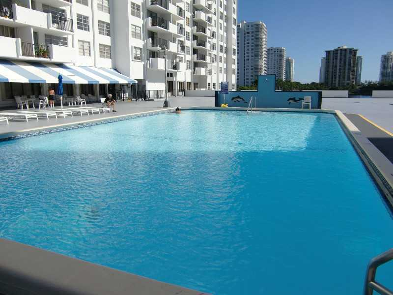 2750 NE 183 St # 303, North Miami Beach, FL 33160