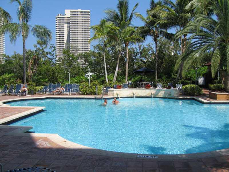 19601 E Country Club Dr # 7107, Miami, FL 33180