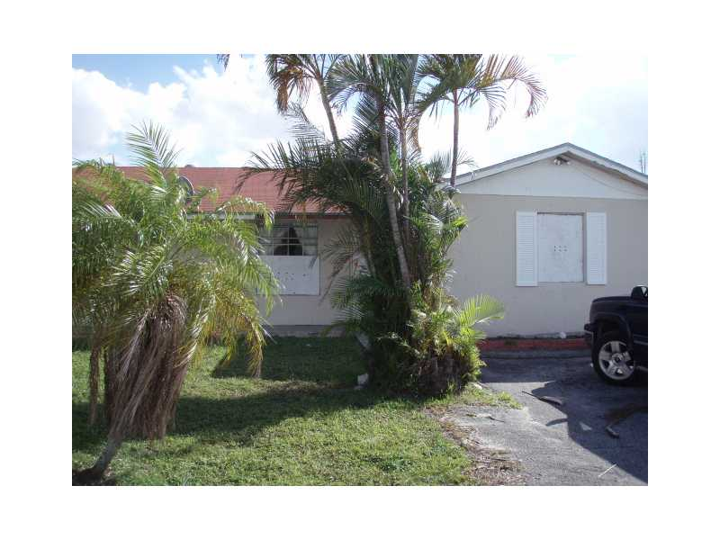 One of West Palm Beach 2 Bedroom Single Story Homes for Sale