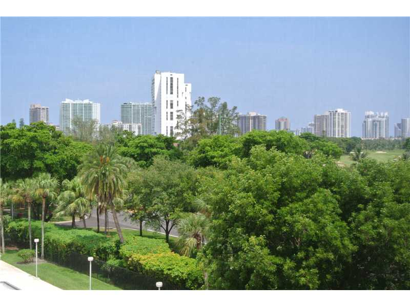 3101 N Country Club Dr # 512, Miami, FL 33180