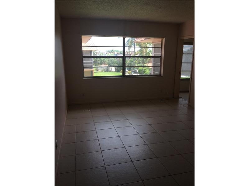 5021 W Oakland Park Blvd, Lauderdale Lakes, FL 33313