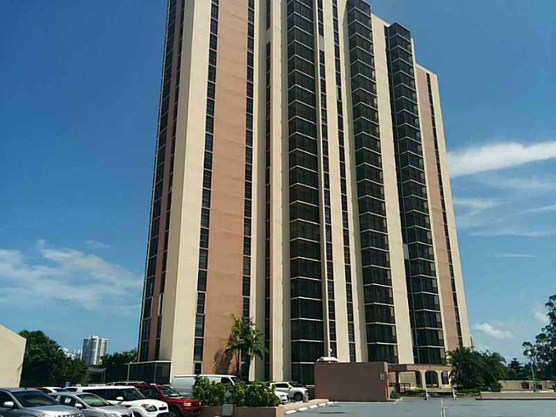 20341 W Country Club Dr # Th-11, Aventura, FL 33180