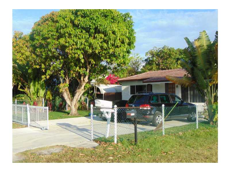 2226 Thomas St, Hollywood, FL 33020