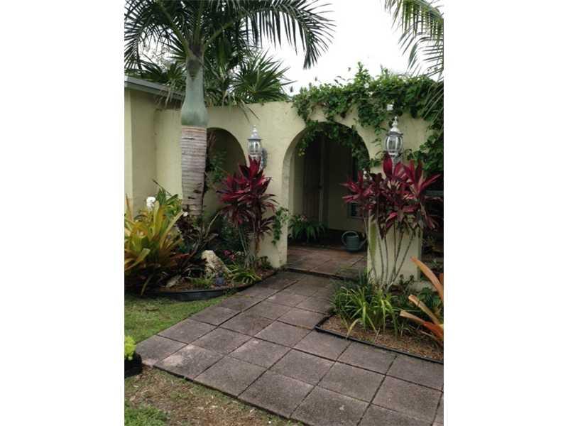 10336 Nw 3rd St, Plantation, FL 33324