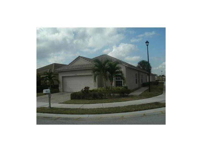 2721 Willow Ave, Lauderdale Lakes, FL 33311