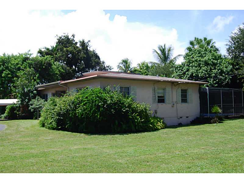 831 Ne 109th St, Biscayne Park, FL 33161