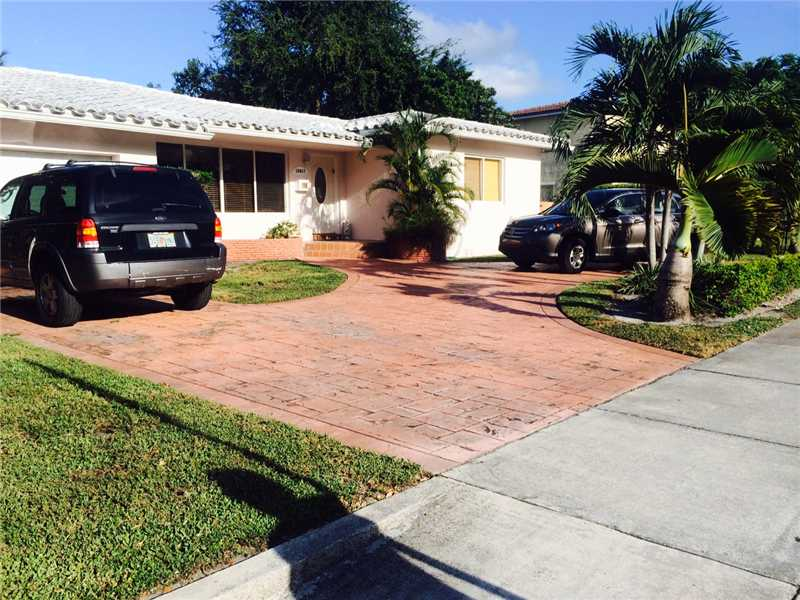 10417 NE 2nd Ave, Miami Shores, FL 33138