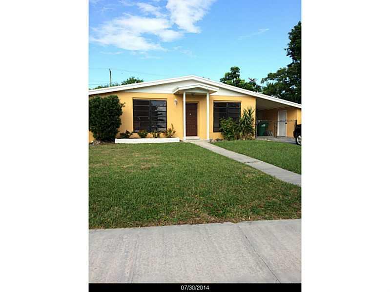 19810 Holiday Rd, Cutler Bay, FL 33157