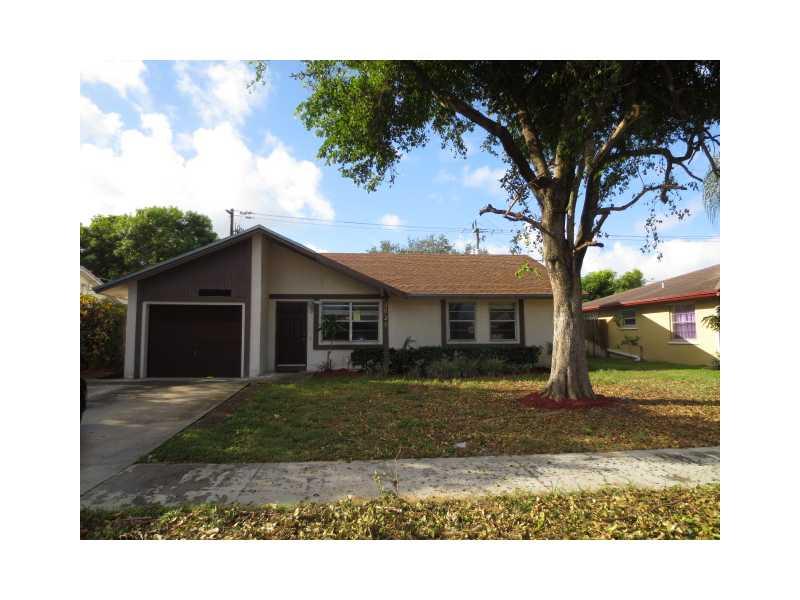 3020 Sw 4th St, Deerfield Beach, FL 33442