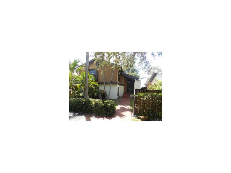 1440 W Sandpiper Cir, Pembroke Pines, FL 33026