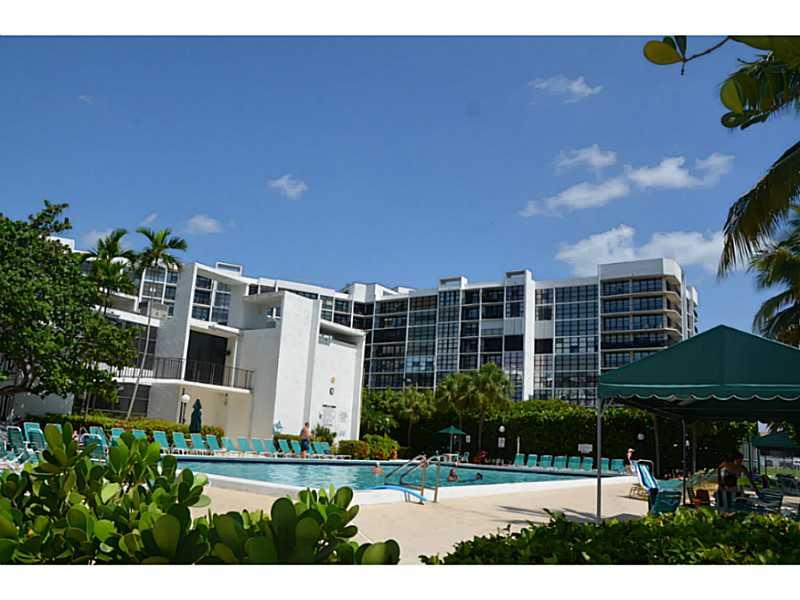 1000 Parkview Dr # 431, Hallandale, FL 33009