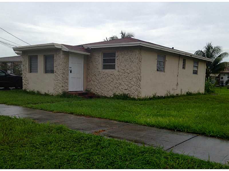 126 NW 13th Ave, Dania, FL 33004