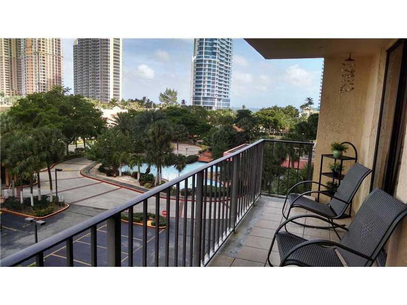 210 174th St # 510, North Miami Beach, FL 33160