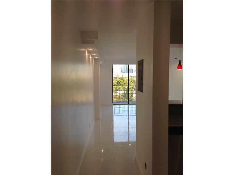 546 SW 1 St # 605, Miami, FL 33130