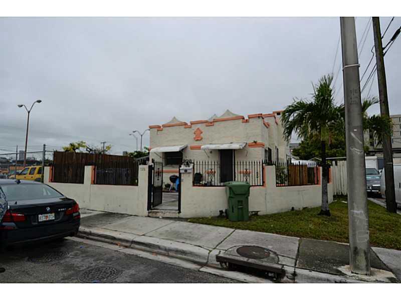 726 Nw 24th St, Miami, FL 33127