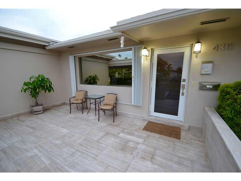4311 Hayes St, Hollywood, FL 33021