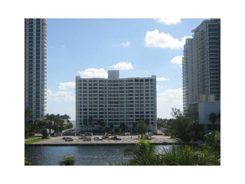 600 Parkview Dr # 424, Hallandale, FL 33009