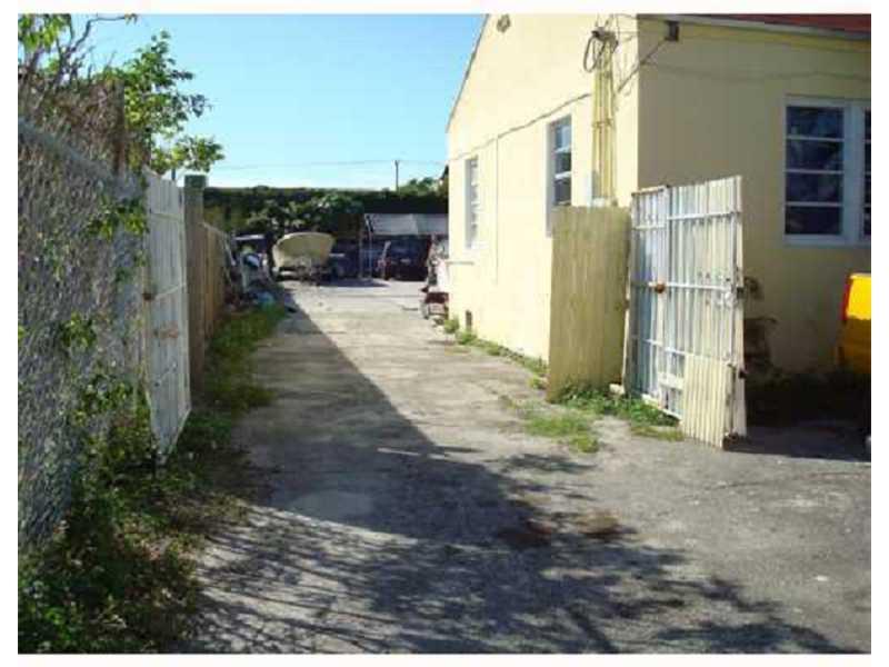 1884 NW 21st St, Miami, FL 33142