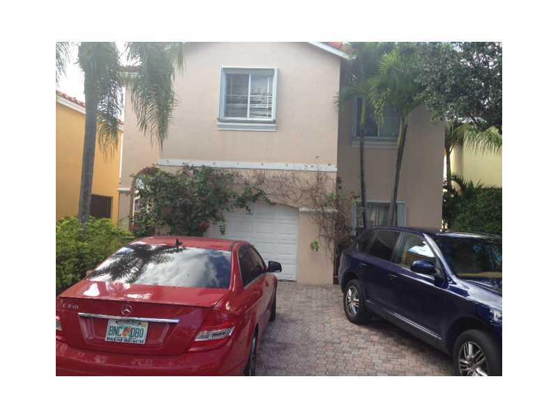 1734 Royal Palm Way, Hollywood, FL 33020