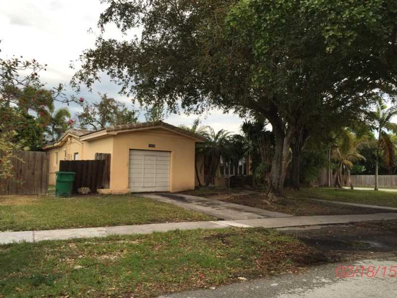 19651 Holiday Rd, Cutler Bay, FL 33157