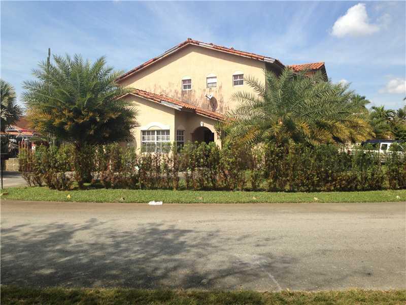 7621 S Oakmont Cir, Hialeah, FL 33015