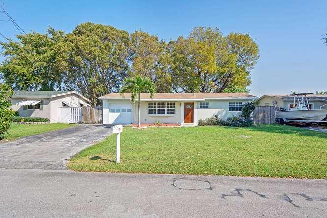 5621 Sw 55th St, Davie, FL 33314