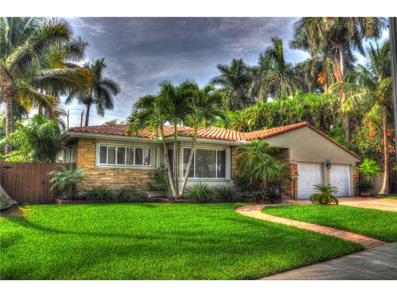 One of Hollywood 3 Bedroom Beach Homes for Sale