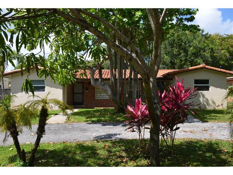 847 Ne 119th St, Biscayne Park, FL 33161