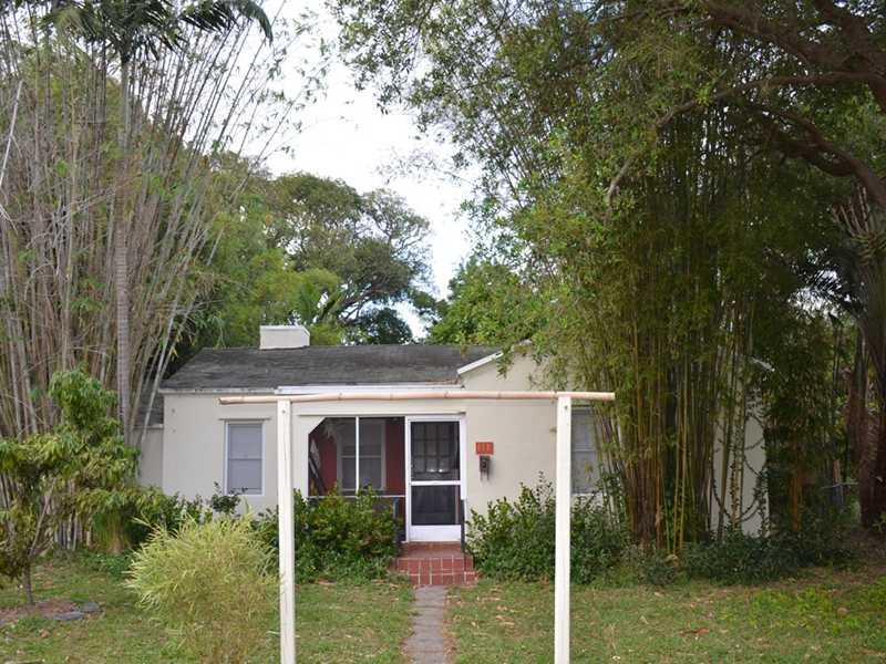 645 Ne 114th St, Biscayne Park, FL 33161