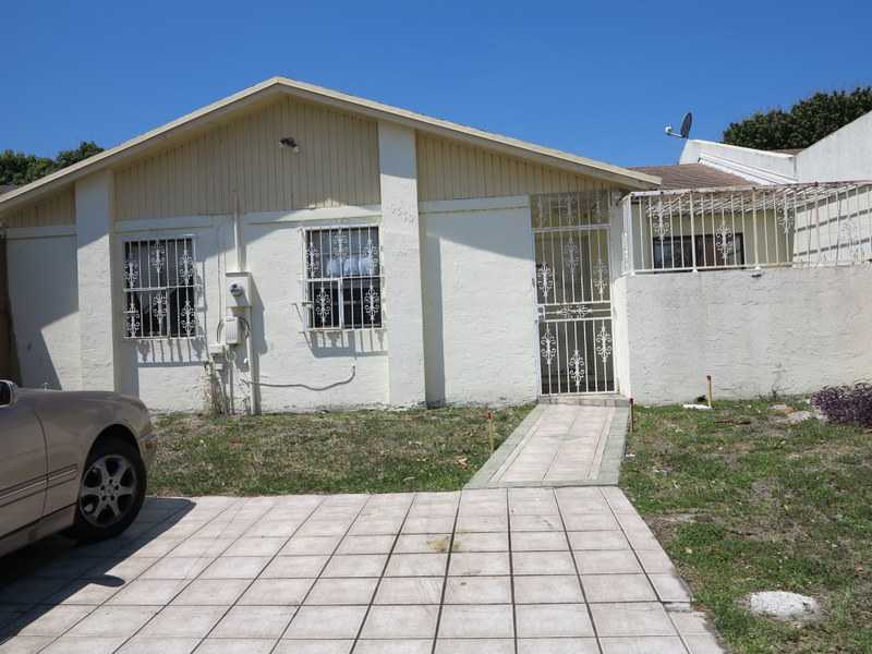 19570 NW 52nd Pl, Miami Gardens, FL 33055