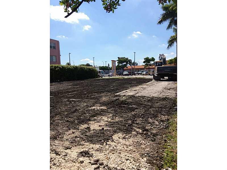 475 Ne 125th St, North Miami, FL 33161