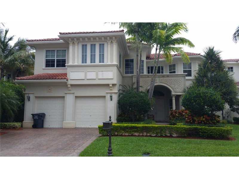 822 Meridian Ln, Hollywood, FL 33019