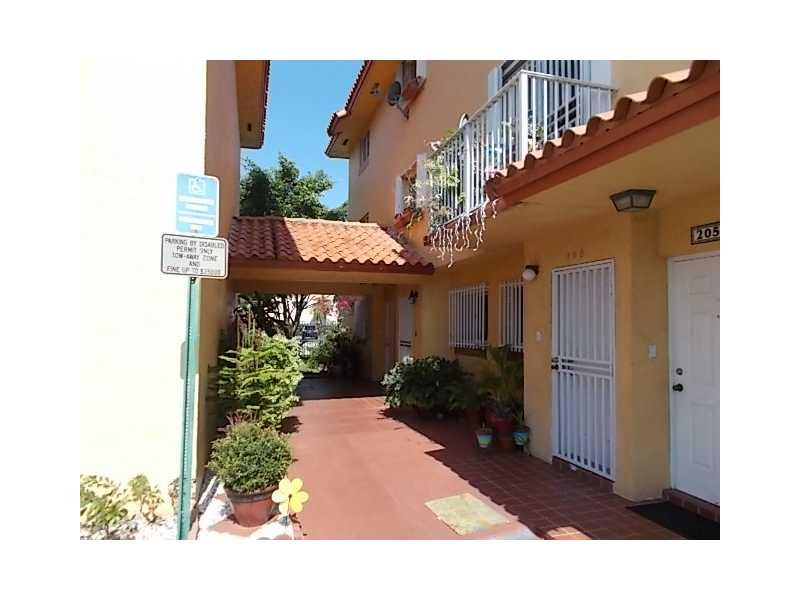 Rental Homes for Rent, ListingId:33269036, location: 800 Southwest 104 CT Miami 33174