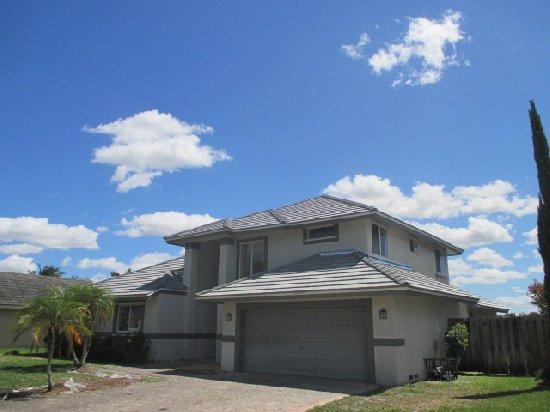 10260 SW 13th St, Pembroke Pines, FL 33025