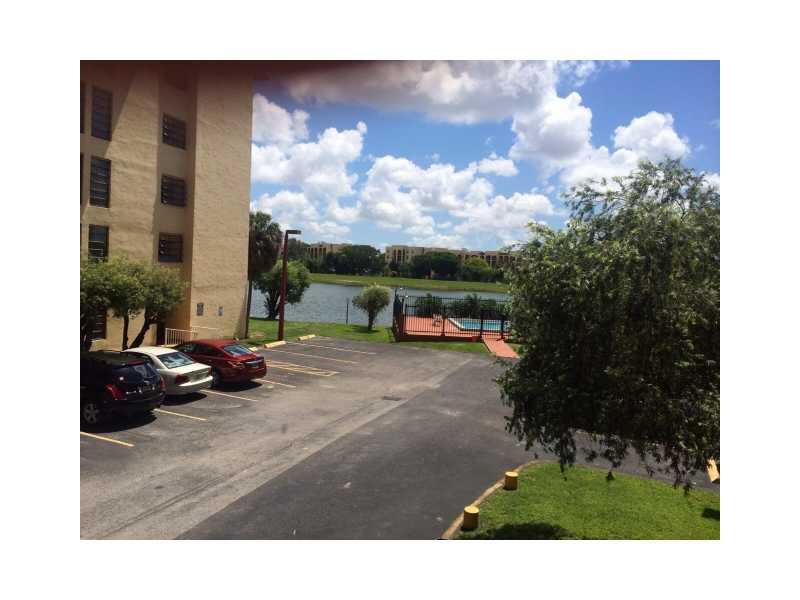 Rental Homes for Rent, ListingId:33425985, location: 9688 FONTAINEBLEAU BL Miami 33172