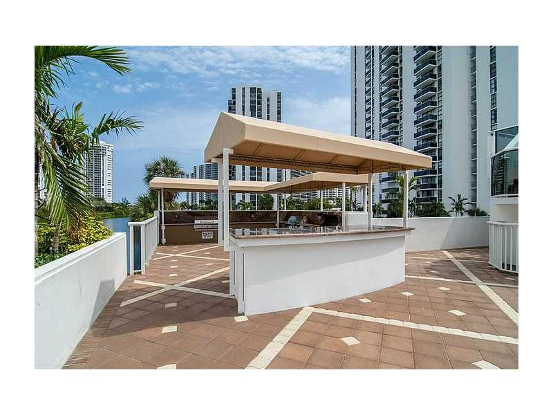 Rental Homes for Rent, ListingId:33649136, location: 3675 North COUNTRY CLUB DR Aventura 33180