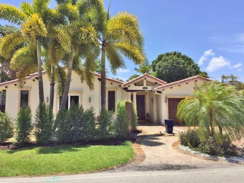 800 Ne 20th Dr, Fort Lauderdale, FL 33305