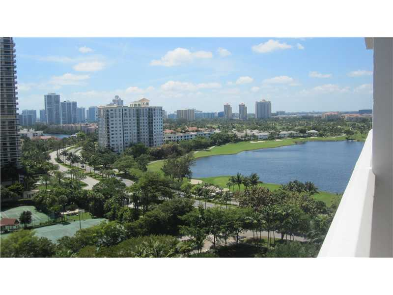 20281 E Country Club Dr # Tw3, Miami, FL 33180