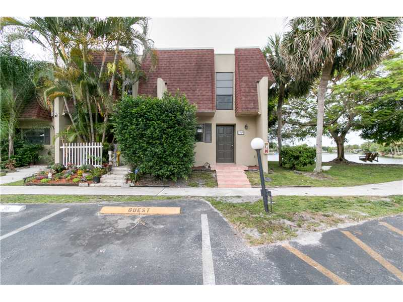 8960 Palm Tree Ln, Pembroke Pines, FL 33024