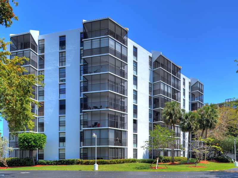 Rental Homes for Rent, ListingId:33874519, location: 20500 West COUNTRY CLUB DR Aventura 33180