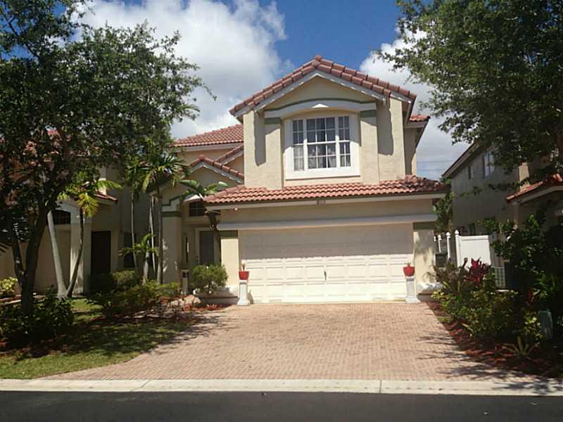 825 Natures Cove Rd, Dania, FL 33004
