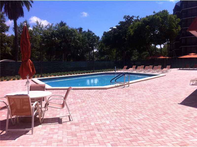 3301 N Country Club Dr # 106, Miami, FL 33180