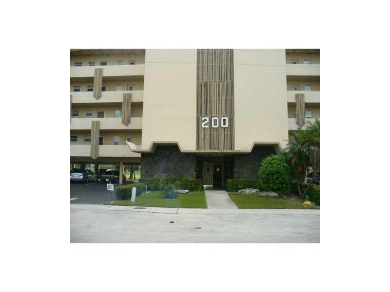 Rental Homes for Rent, ListingId:34189331, location: 200 Northeast 14 AV Hallandale 33009
