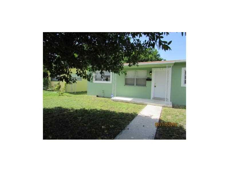 1270 NW 72nd St, Miami, FL 33147