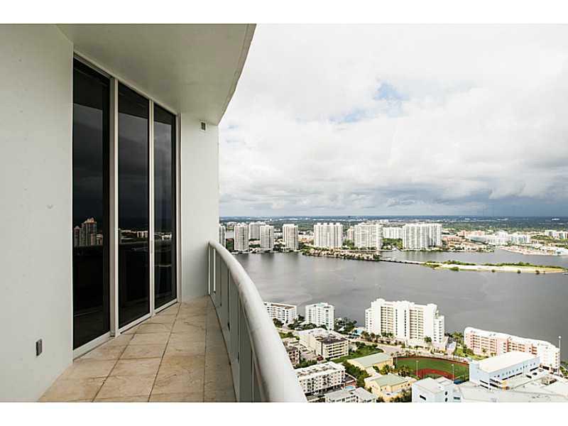 18101 Collins Ave, North Miami Beach, FL 33160