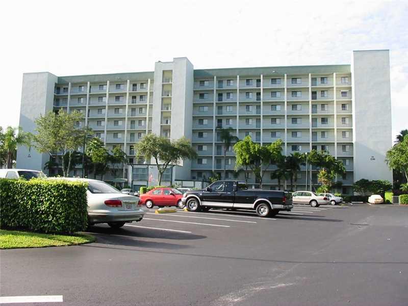 2240 N Cypress Bend Dr # 908, Pompano Beach, FL 33069